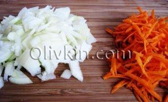 лук, морковь порезать
