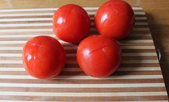 помидоры надрезать кожицу