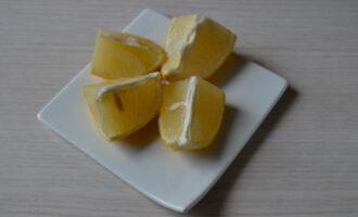 лимон промыть, нарезать