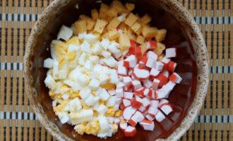 соединить ингредиенты в миске