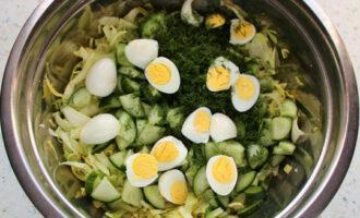 перепелиные яйца разрезать пополам
