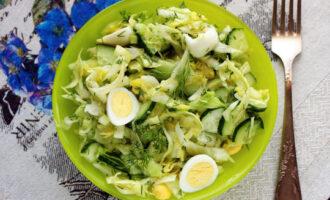 заправить салат маслом и уксусом
