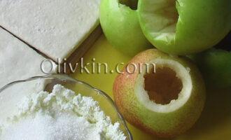 вырезать сердцевинки в яблоках