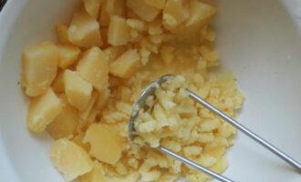 помять картофель толкушкой