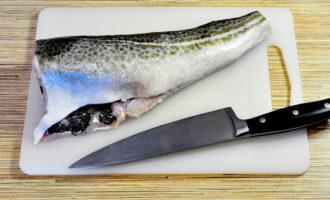 срезаем плавники, хвост у рыбы