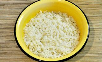 промыть отваренный рис водой