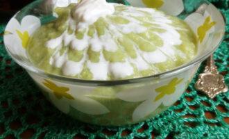 украшаем суп сметаной