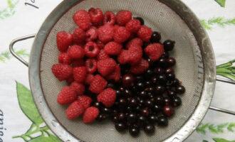 промыть ягоды