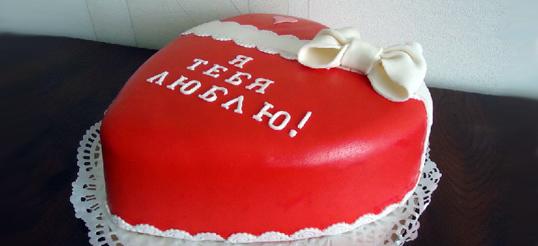 Торт сникерс в виде Сердца